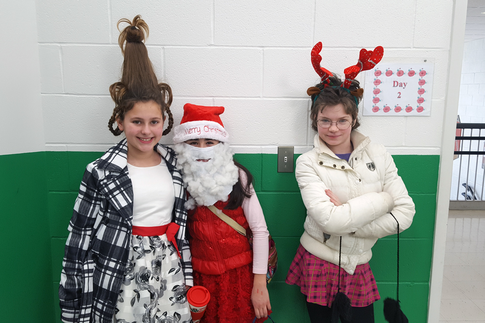 students dressed like whoville resient, santa, and reindeer