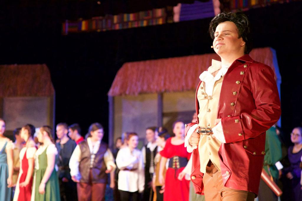 Gaston and vilage people singing