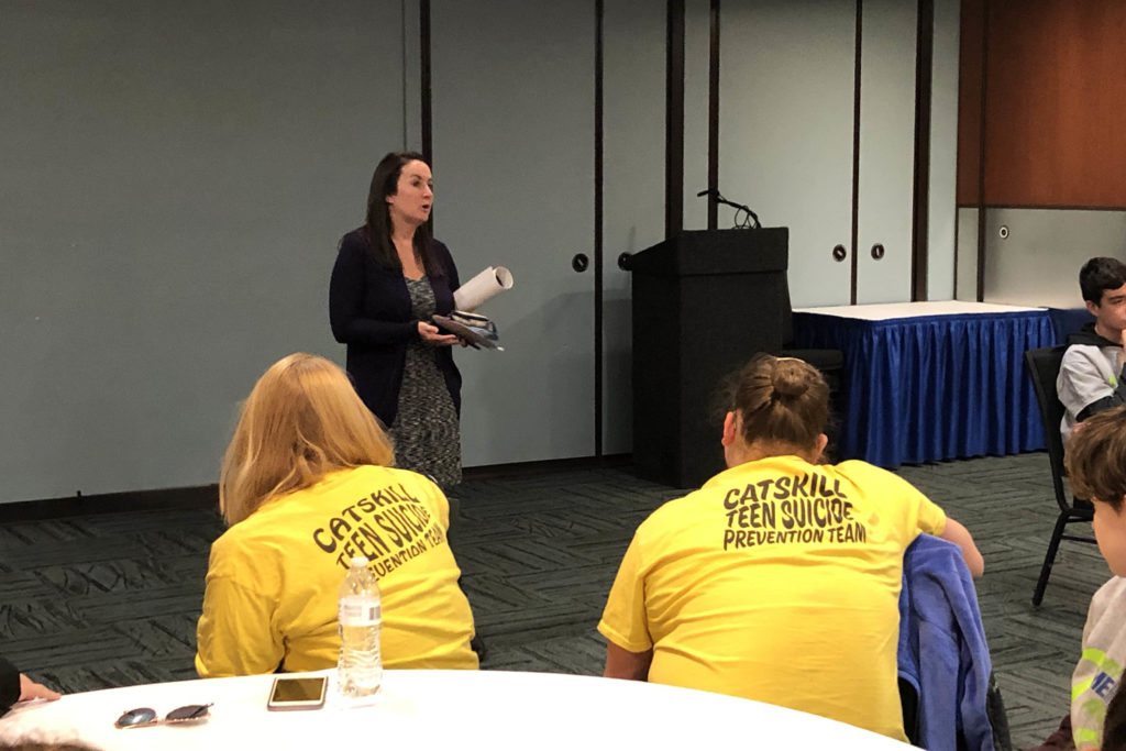 legislative aid talking with students